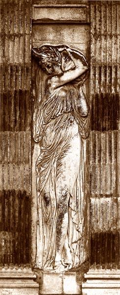 Détail des Nymphe de Jean Goujon / Nymphe, Fontaine des Innocents, Paris